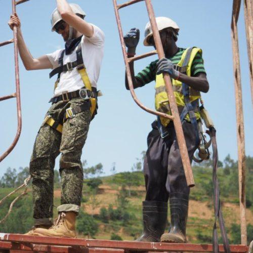 Réalisation d'un pont piéton au Rwanda